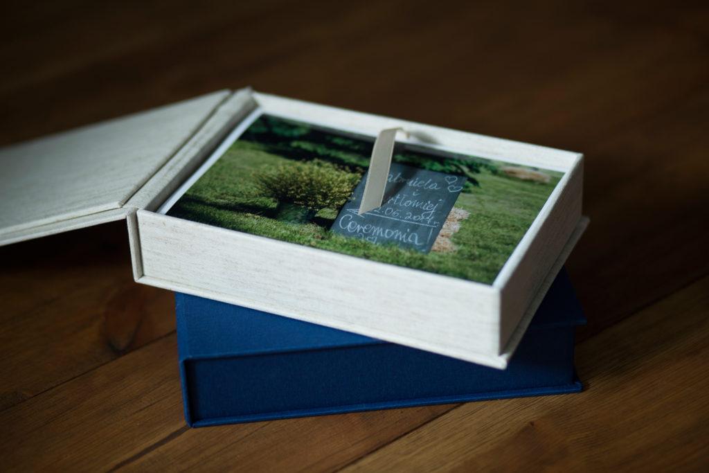 Pudełko na fotografie. Prezent ślubny dla rodziców